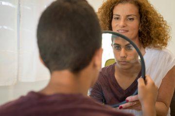 איך להעצים את הבטחון העצמי של המתבגר/ת שלכם
